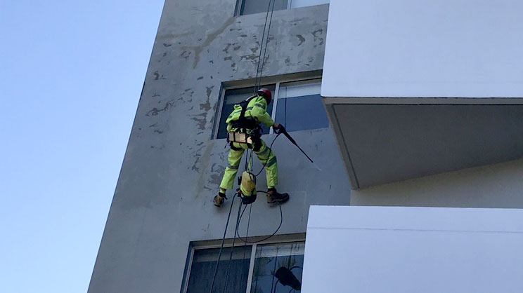 Window and Façade Cleaning